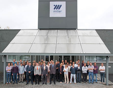 group picture in front of building MG Roeselare